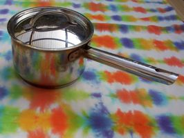 [small saucepan: lidded pot with a stick handle]