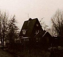 [a picture of a Dutch house]