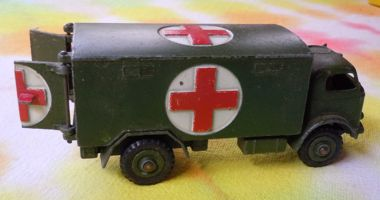 [(toy) military ambulance]