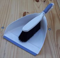 [duster and dustpan]