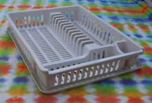[rack for washed dishes etc. to let water drip off]